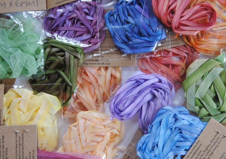 Шелковые ленты, окрашенные вручную